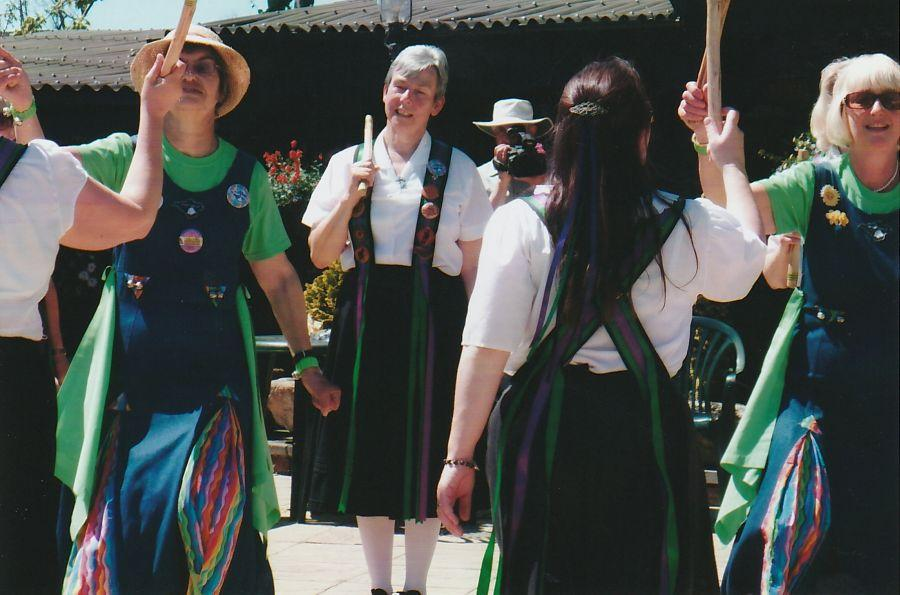 A-BM-Raddon-Hill-dance-with-the-Oyster-Girls-1---IoW-2010