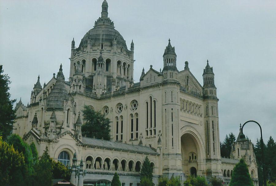 BM-RH-Lisieux-Basilica