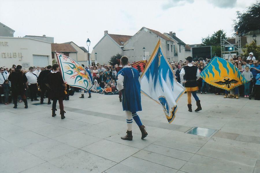 BM-Ay-2014-Flag-wavers