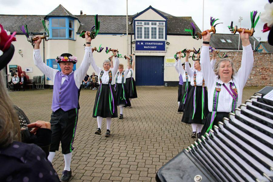 Raddon-Hill-Somerset-weekend-Watchet-Dancing-on-the-quay-1-DL