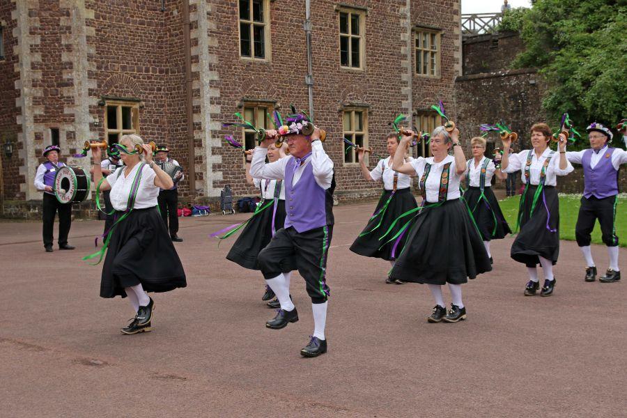 Raddon-Hill-Somerset-weekend---Dunster-Castle-1-dancers-DL