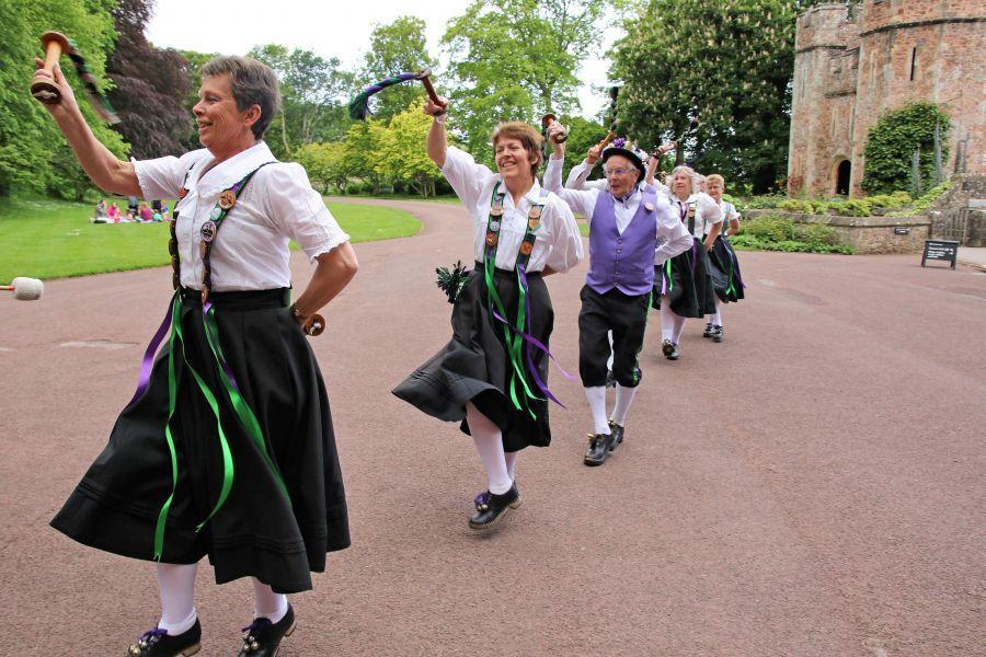 Raddon-Hill-Somerset-weekend---Dunster-Castle-3-dancers-dancing-off-DL