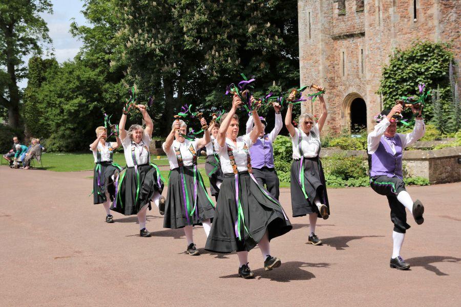 Raddon-Hill-Somerset-weekend---Dunster-Castle-5-Dancers-DL