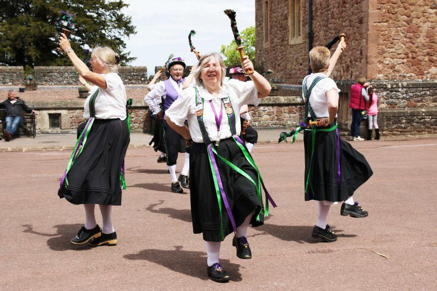 Raddon-Hill-Somerset-weekend---Dunster-Castle-7-Caz-and-Dancers-DL