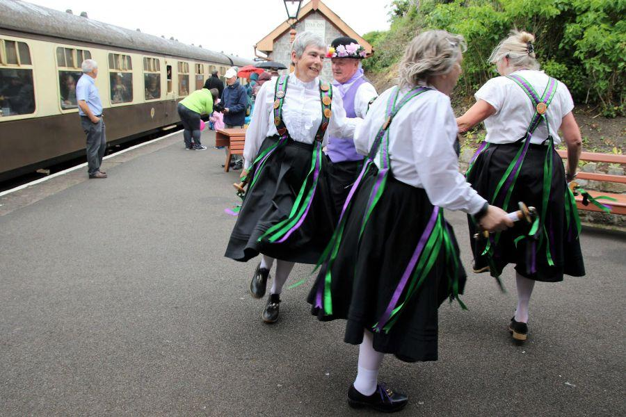 Raddon-Hill-Somerset-weekend-2017-Watchet-Station-dancers-4-from-DL