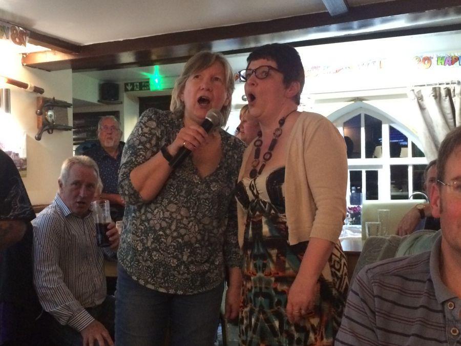 Raddon-Hill-take-part-in-the-Karaoke-Somerset-weekend-May-2017
