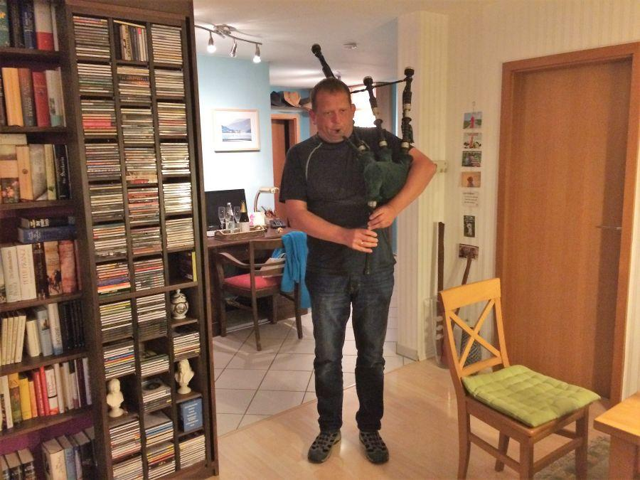 PM08-Clements-plays-the-bagpipes-2