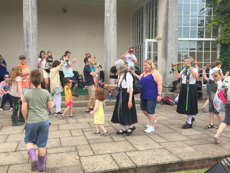 Bicton-Gardens---A-dance-for-everyone-led-by-Caz