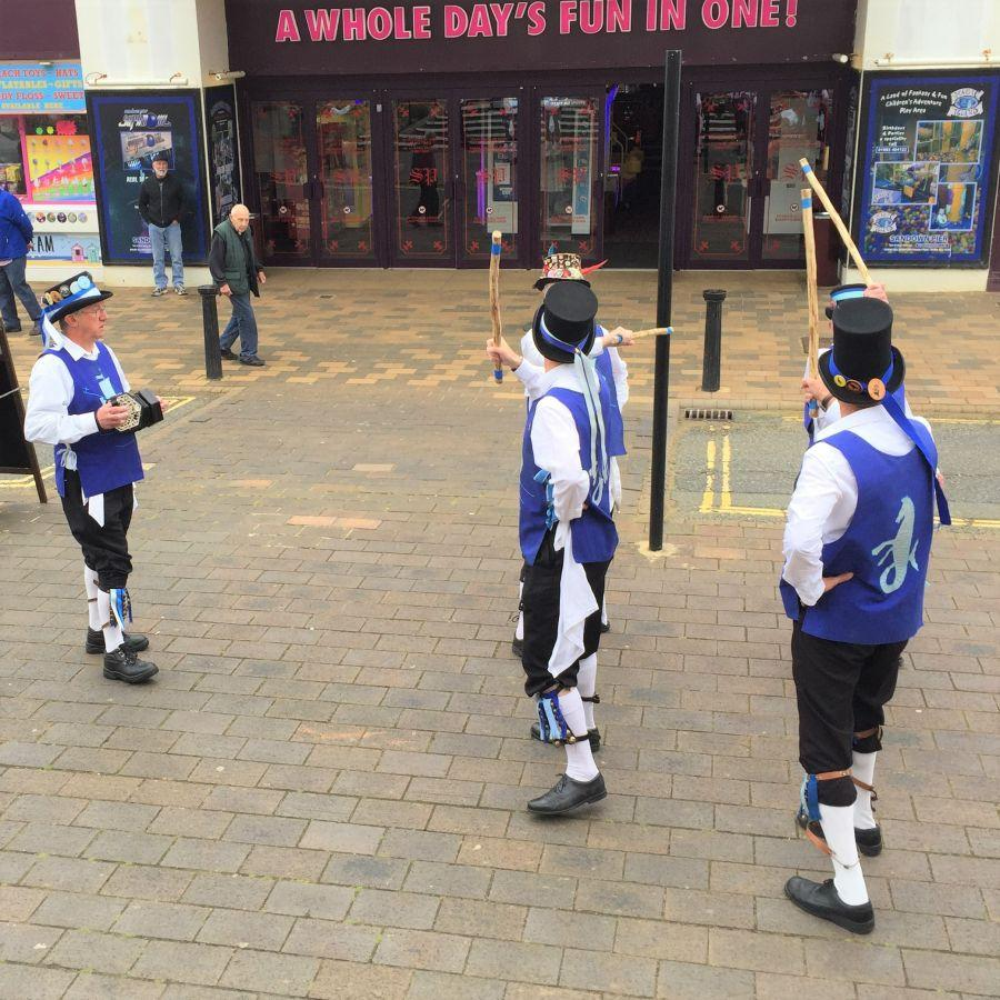 Isle-of-Wight-2019---Men-of-Wight-musician-and-dancers