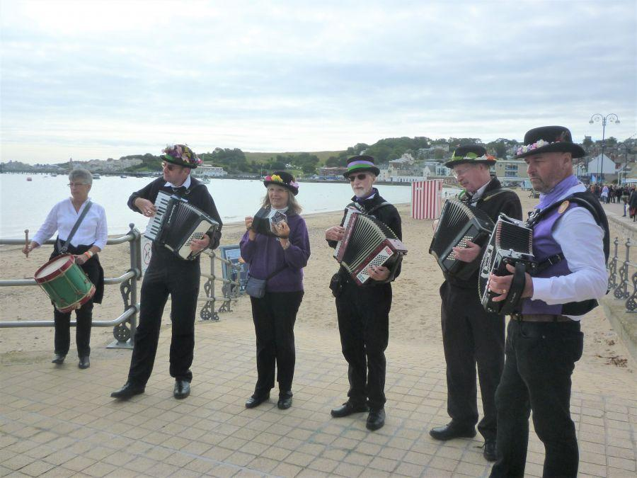 Swanage-Raddon-Hill-band-on-the-seafront
